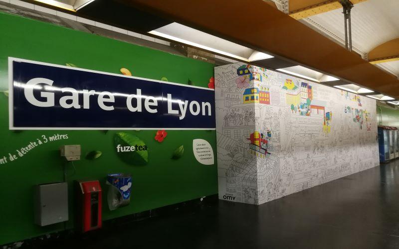 Impression-Pallisade-décorative-metro-gare-de-lyon-Bâches-de-Frenace